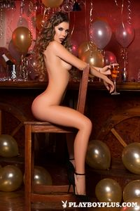 Gia celebrates new year in just her heels