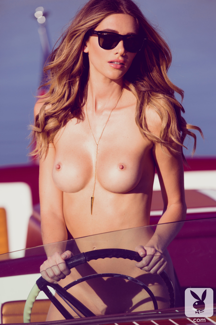 Nude model on boat — pic 13