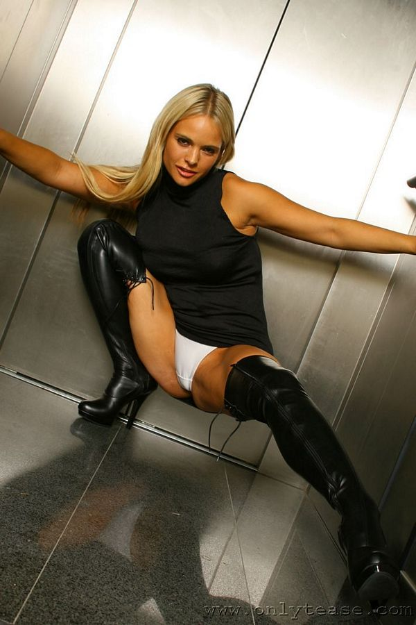 hot blonde upskirt