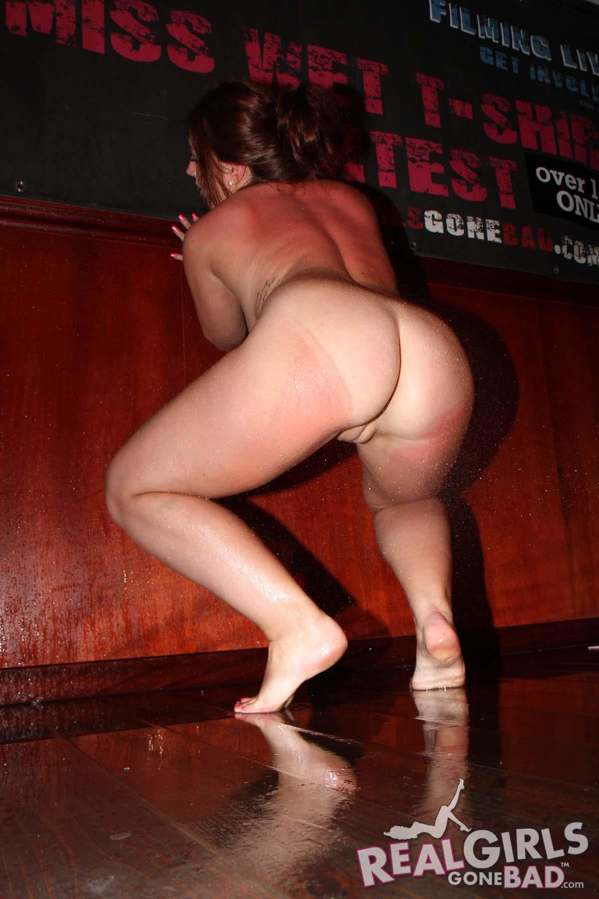 naked sexy girls bar