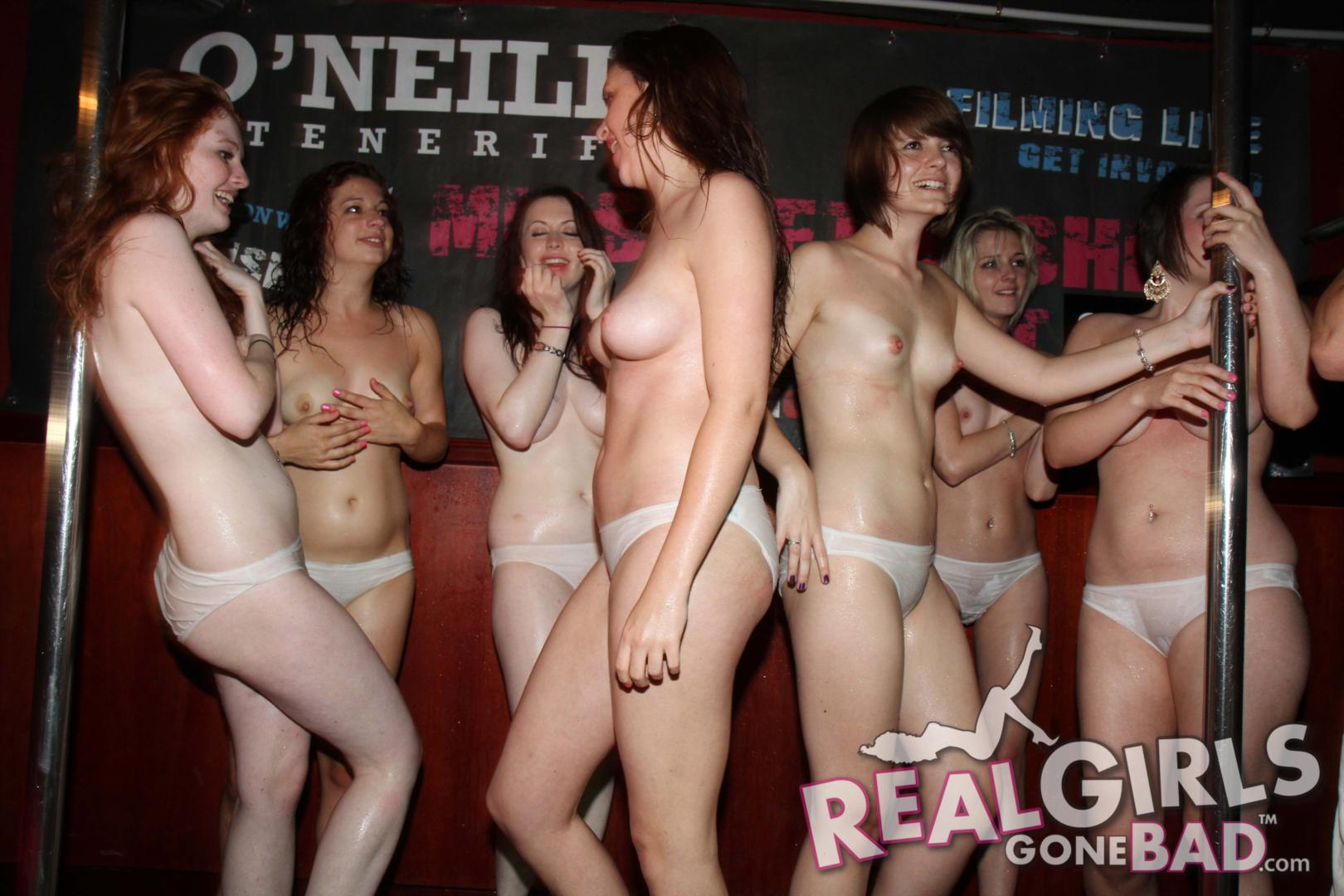 Amateur girls looking at naked men