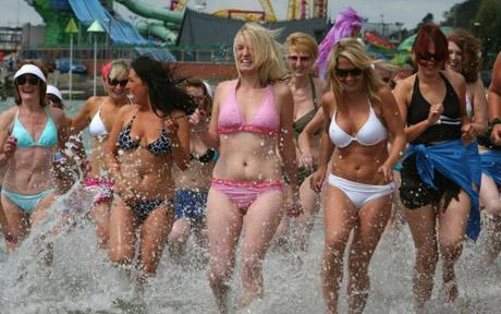 42 Bikini Girls in Southend