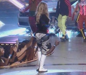 scene-hollywood-fergie-shaking-her-ass-hot-and-naked