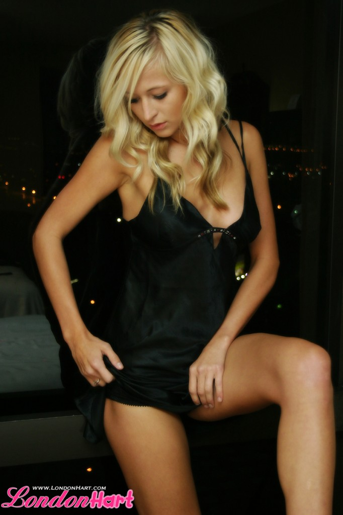 Classy Blonde - London Hart