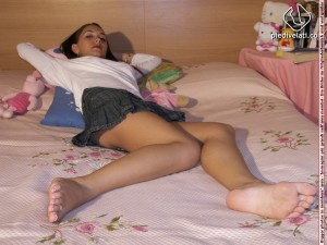 Upskirt and Feet - Pretty Girl