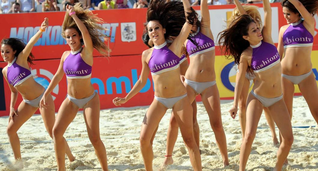 These girls are so brave dancing in real tight underwear at a Grand Slam event.  Perhaps they are enjoying it?