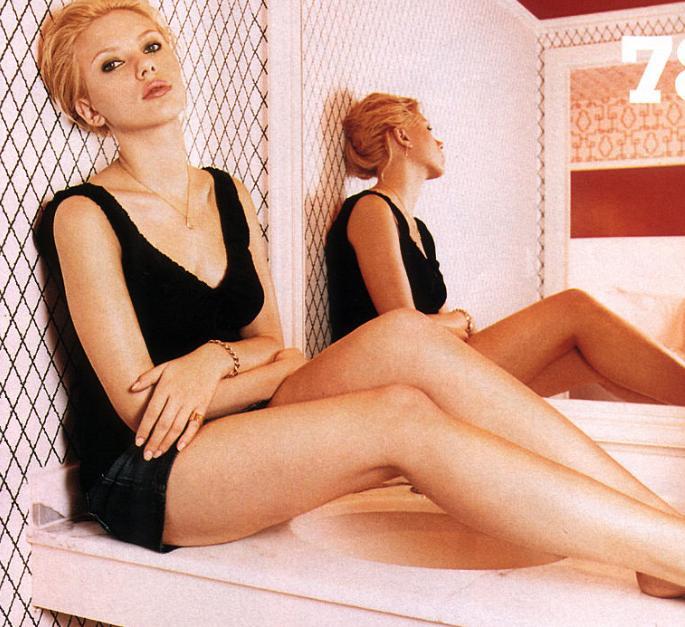 Leggy Scarlett Johansson