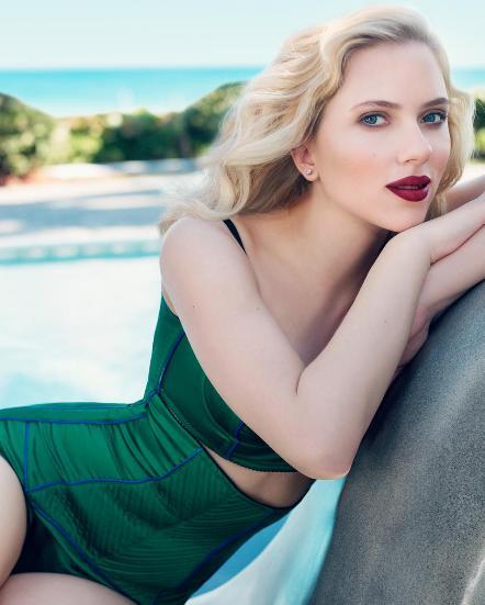 Scarlett in Lipstick
