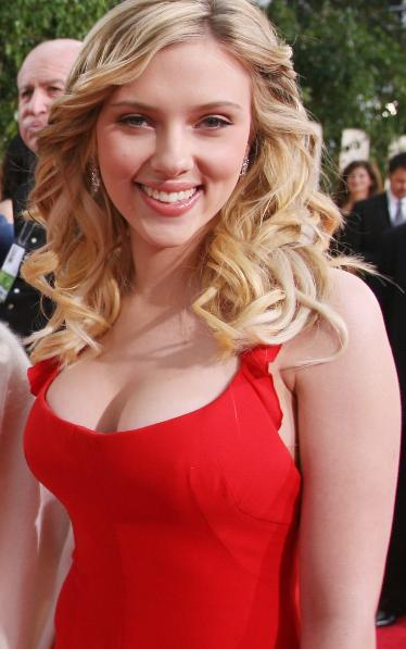Scarlett Cleavage