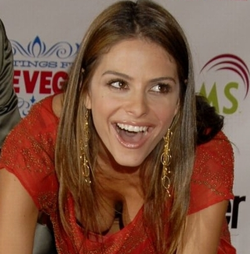 Maria Menounos - Mischievous Downblouse Fun