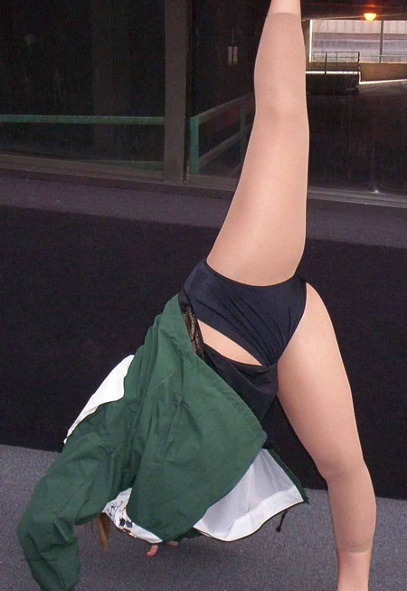 Cheerleader Cartwheel Upskirt
