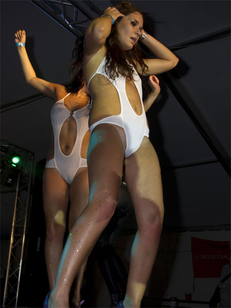 Cameltoe Out on Stage - Drunk Girls