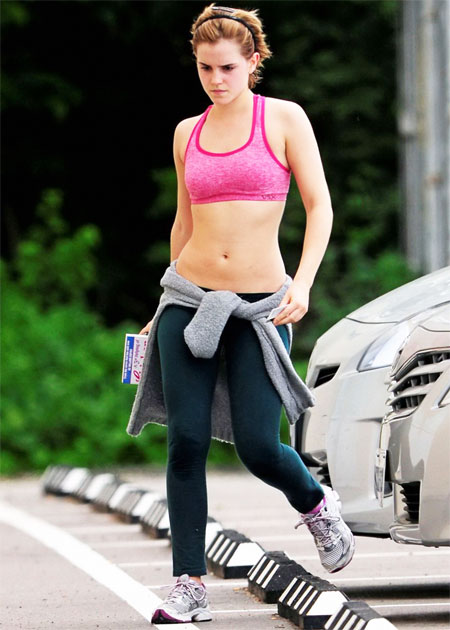 Emma on her way to the gym in sporty leggings