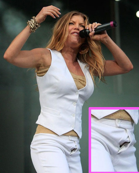 Fergie caught on stage with her zipper down
