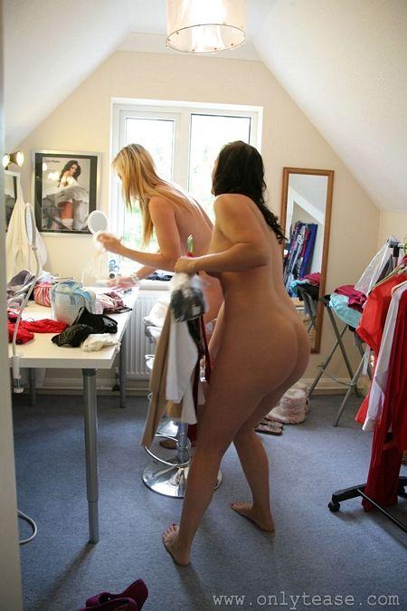 Nude girls in change room
