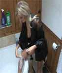 VIDEO: Downblouse as Amy Green Shaves her Legs over the Bath Tub