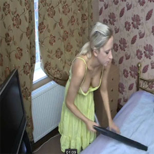 Hoovering Downblouse