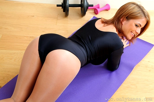 Jessica Working Out in the Gym