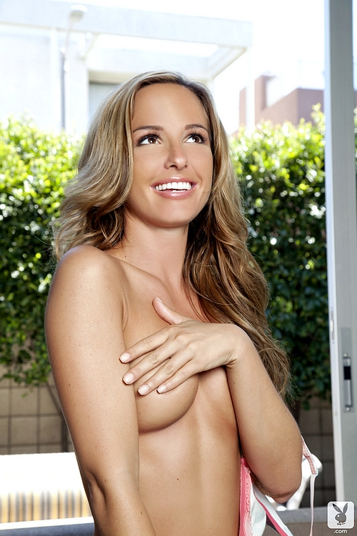 Nicole Banks in a HandBra