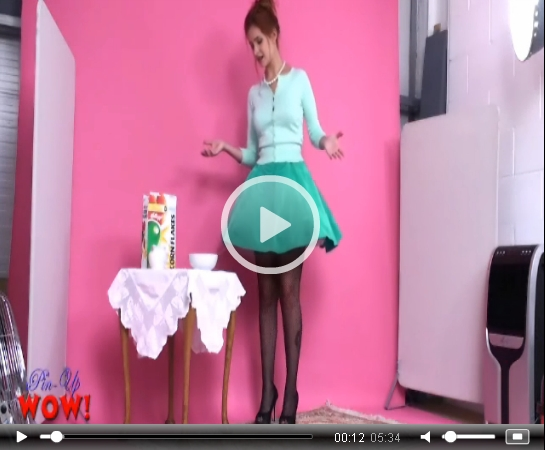 *Video:pinupwow hoover upskirt