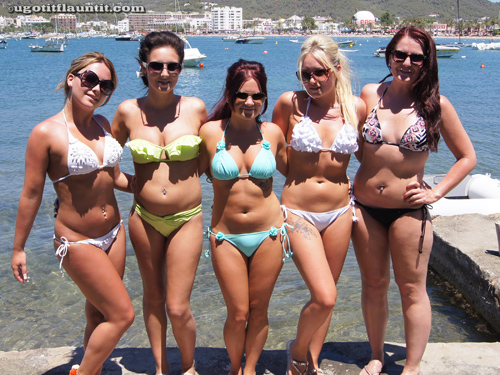 Girls on the Beach agree to pose for UGotItFlauntIt