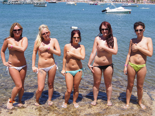 Girls in bikinis on UGotItFlauntIt