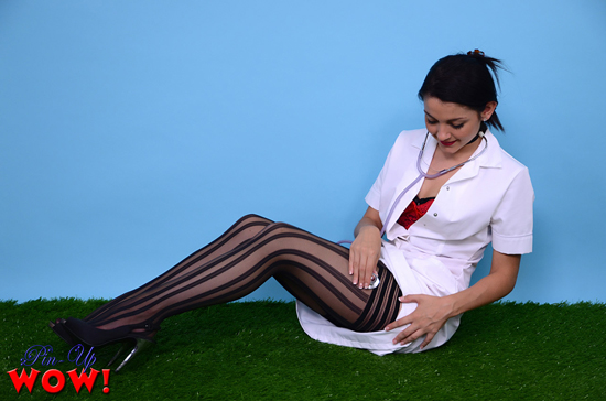 Vet Bryoni is wearing some very sexy stockings
