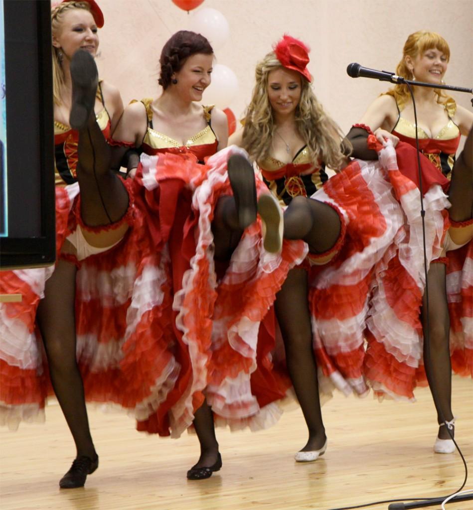 dancing girls upskirt Girls Kick and Show Upskirt
