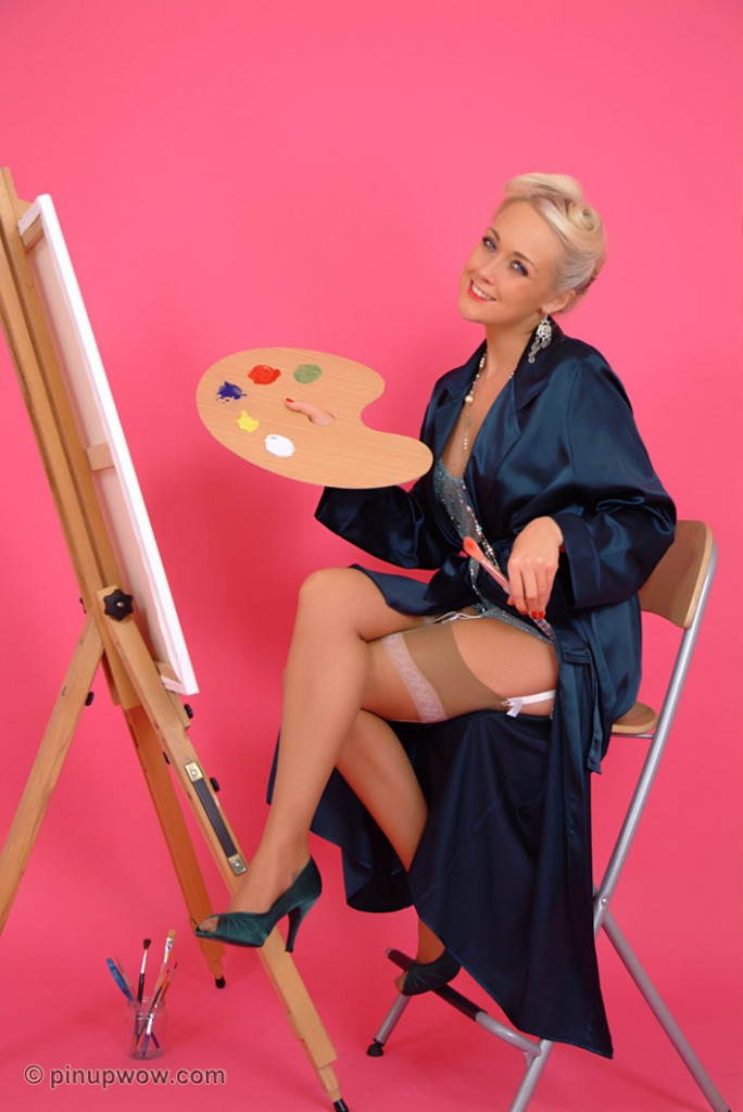 Blonde UK Girl Lucy Ann is Painting for Pinup WOW