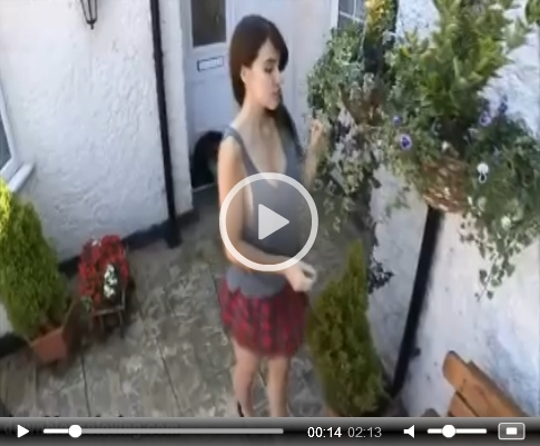 *Video:sammy is brushing up outdoors on downblouse loving