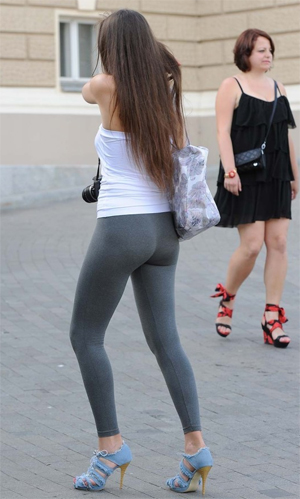 Candid Girls in Leggings