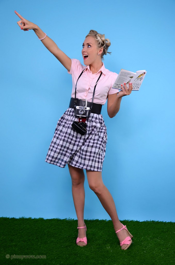 Pinup WOW Gallery of Lucy Anne having an embarrassing flyskirt