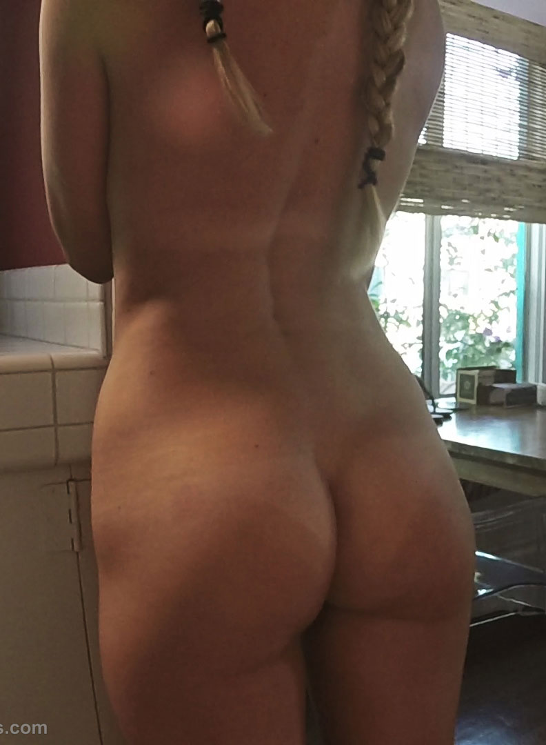 Brooke Marks Shows Off her Nude Ass