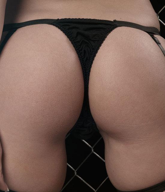 Kari Shows her Amazing Ass