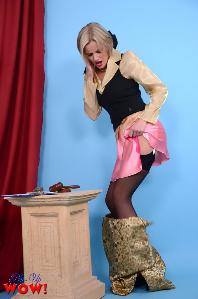 Amy Green is falling out of her clothes on Pinup WOW