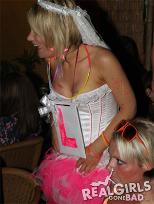 Wild Hen Night Pics - Real Girls Gone Bad