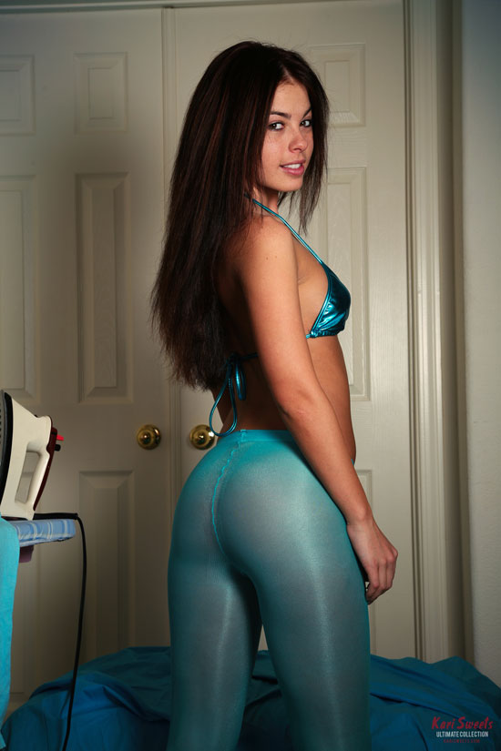 Kari Sweets shows off her amazing ass in sheer turquoise tights