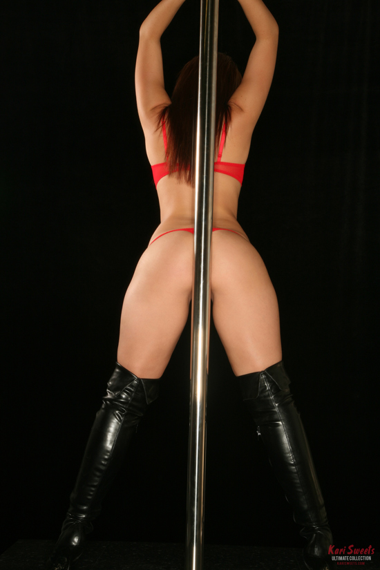 Kari Sweets rubs her ass on a pole