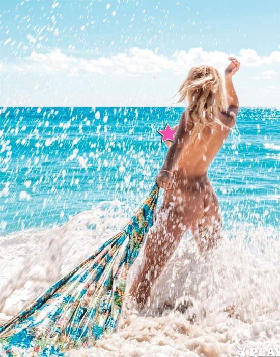 Blonde cutie Holly Wolf Naked by the sea