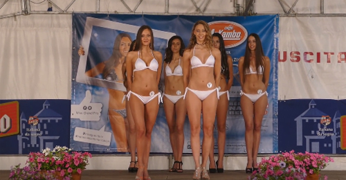 Beauty contest girls with cameltoe on display