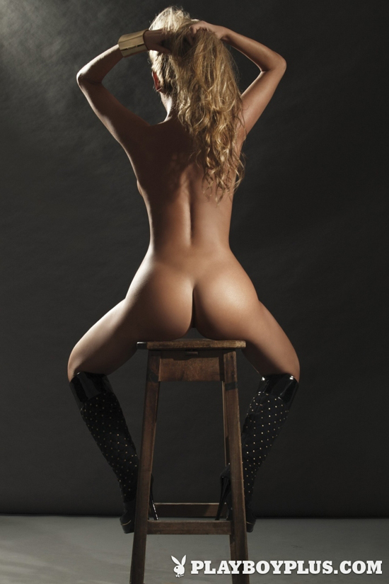 Naked on a chair showing ass