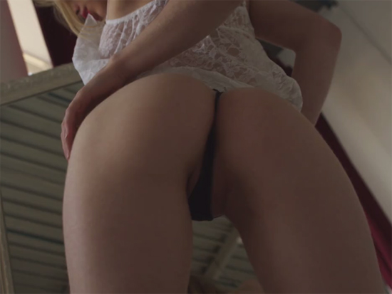 Amazing ass in a thong