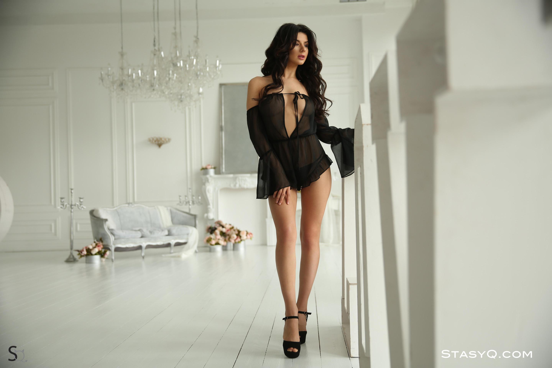 NomyQ showing her lovely long legs-StasyQ