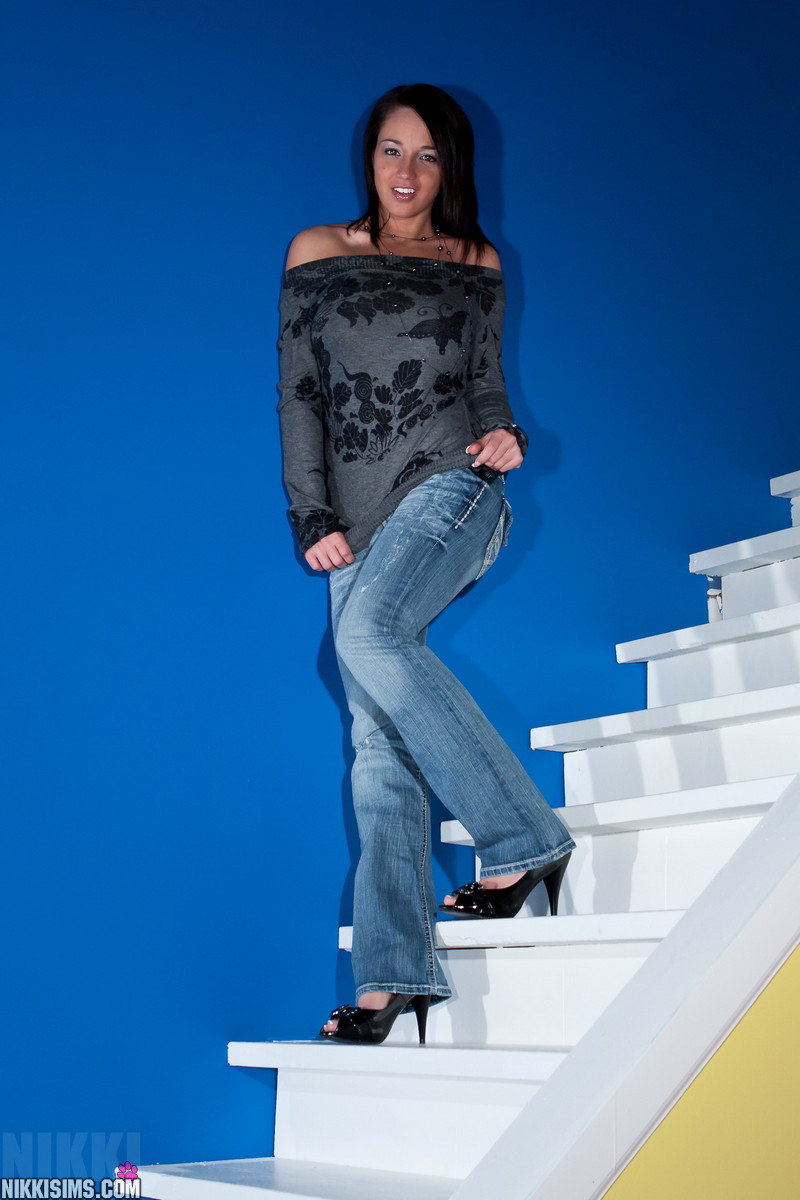 Nikki Sims walking down the stairs in sexy jeans