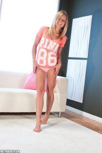 Hottie Madden shows off her gorgeous petite figure
