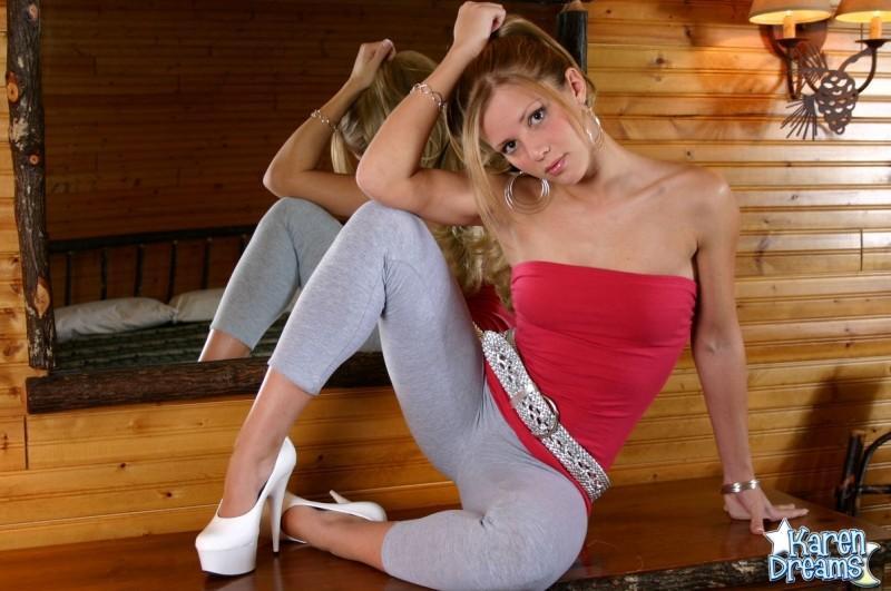 Kinky blonde spreading her legs in her sexy grey leggings